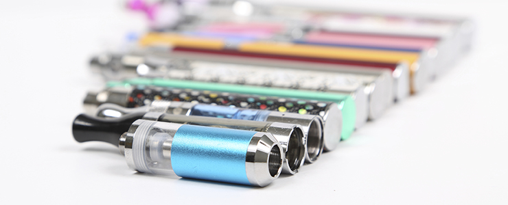image of vaporizers and e-cigarettes in a line